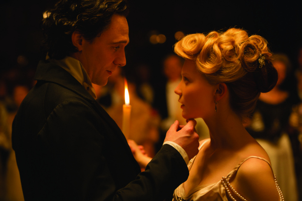 CrimsonPeak_Hiddleston_Wasikowska.jpg